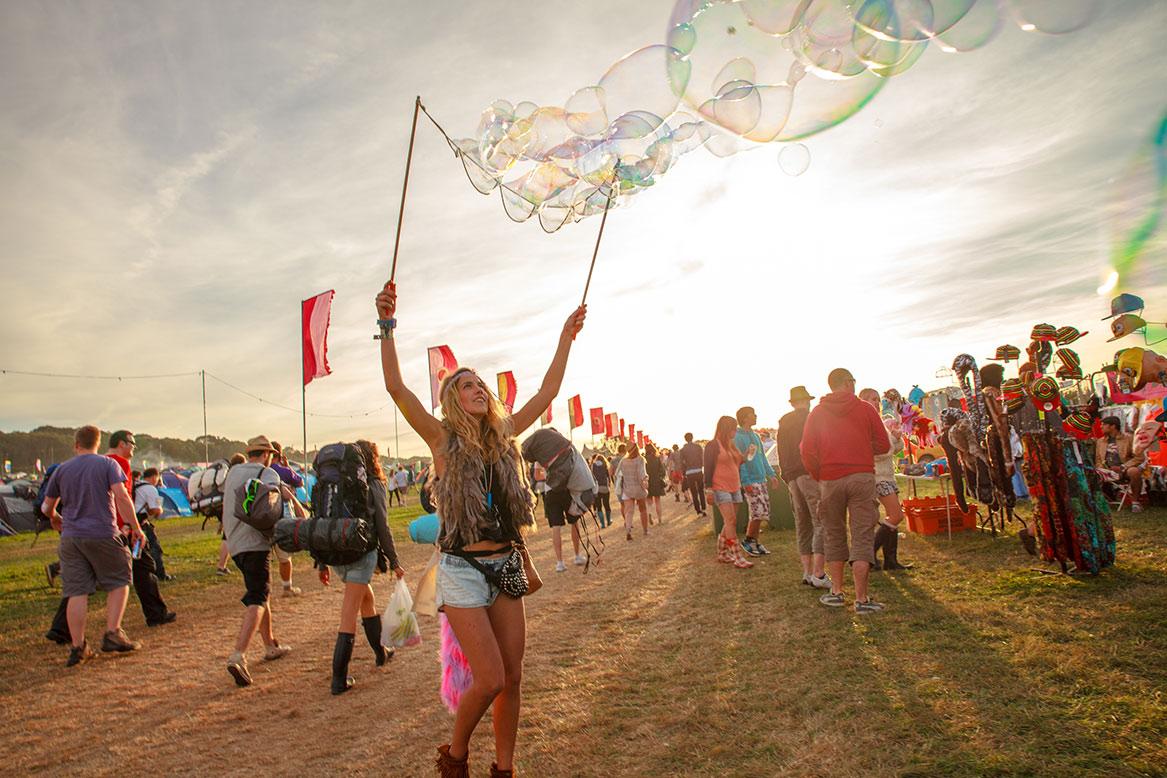 Музыкальный фестиваль Bestival на острове Уайт http://travelcalendar.ru/wp-content/uploads/2015/03/BESTIVAL-NA-OSTROVE-UAJT2.jpg