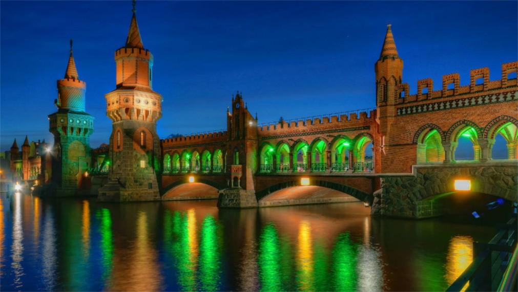 ФЕСТИВАЛЬ СВЕТА В БЕРЛИНЕ http://travelcalendar.ru/wp-content/uploads/2015/03/FESTIVAL-SVETA-V-BERLINE_glavn2.jpg