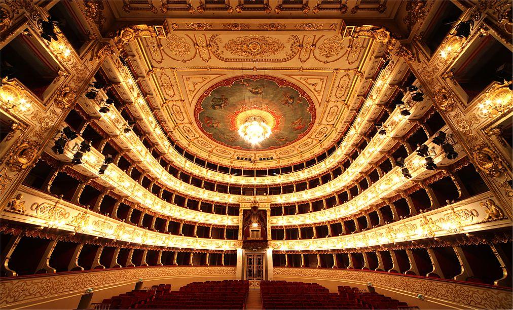 Фестиваль Верди в Парме http://travelcalendar.ru/wp-content/uploads/2015/03/Festival-Verdi-v-Parme_glav1.jpg