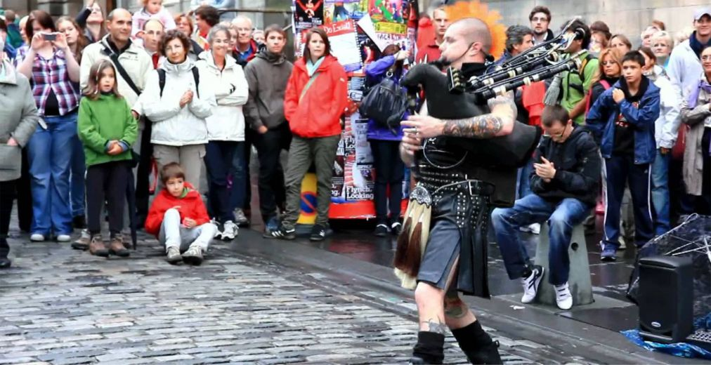 Фестиваль искусств «Фриндж» в Эдинбурге http://travelcalendar.ru/wp-content/uploads/2015/03/Festival-iskusstv-Frindzh-v-Edinburge_glav1.jpg