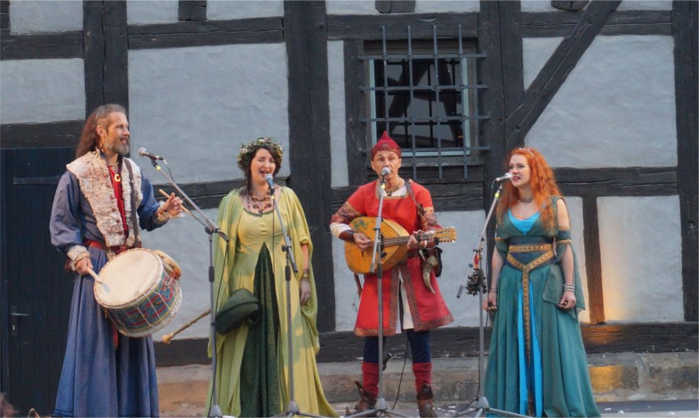 Фествиаль «Кремербрюке» в Эрфурте http://travelcalendar.ru/wp-content/uploads/2015/03/Festvial-Kremerbryuke-v-Erfurte_glav2.jpg