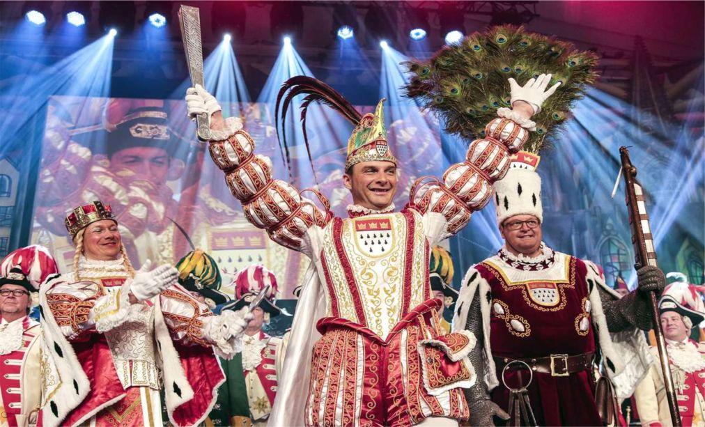 КЕЛЬНСКИЙ КАРНАВАЛ http://travelcalendar.ru/wp-content/uploads/2015/03/KELNSKIJ-KARNAVAL_glav3.jpg