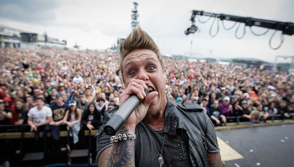 Музыкальный фестиваль «Rock am Ring» в Нюрбурге http://travelcalendar.ru/wp-content/uploads/2015/03/ROK-FESTIVAL-ROCK-AM-RING-V-NYURBURGE_glav7.jpg