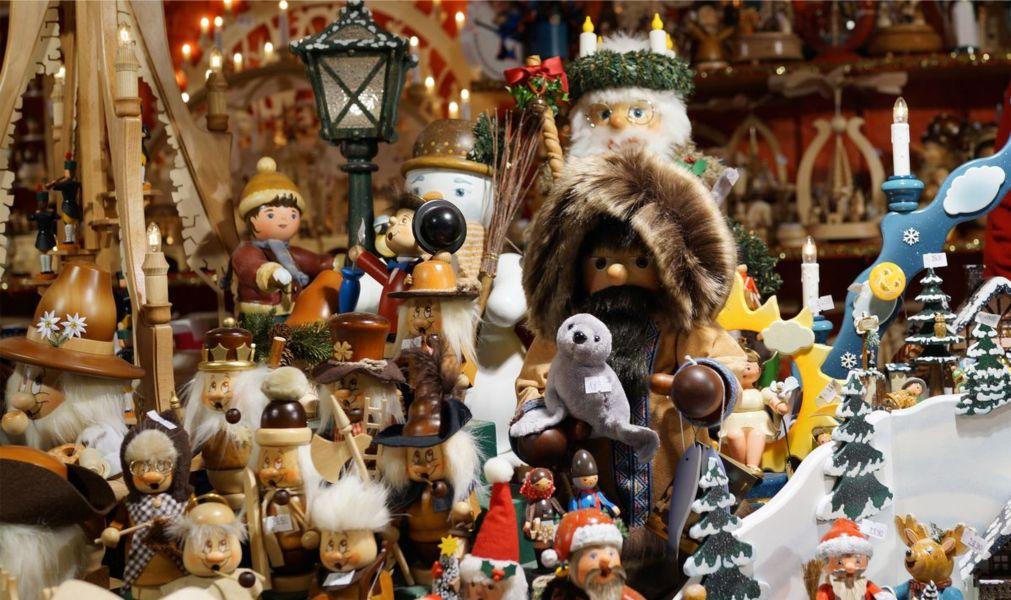 Рождественская ярмарка «Штрицельмаркт» в Дрездене http://travelcalendar.ru/wp-content/uploads/2015/03/Rozhdestvenskaya-yarmarka-SHtritselmarkt-v-Drezdene_glav4.jpg