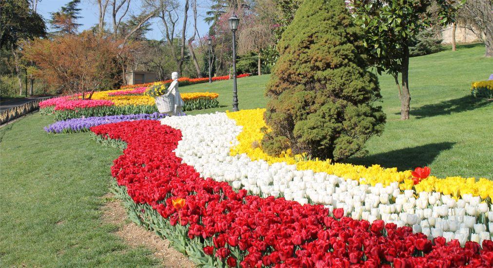 Фестиваль тюльпанов в Стамбуле http://travelcalendar.ru/wp-content/uploads/2015/05/Festival-tyulpanov-v-Stambule_glav2.jpg