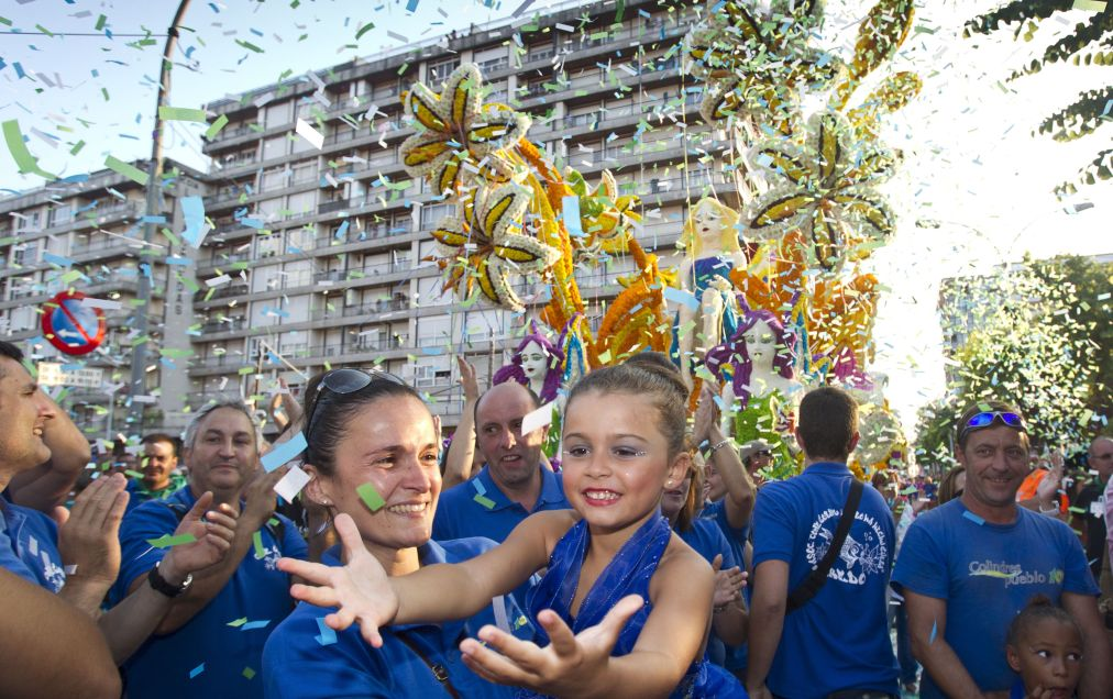 БИТВА ЦВЕТОВ В ЛАРЕДО http://travelcalendar.ru/wp-content/uploads/2015/06/BITVA-TSVETOV-V-LAREDO_glav5.jpg