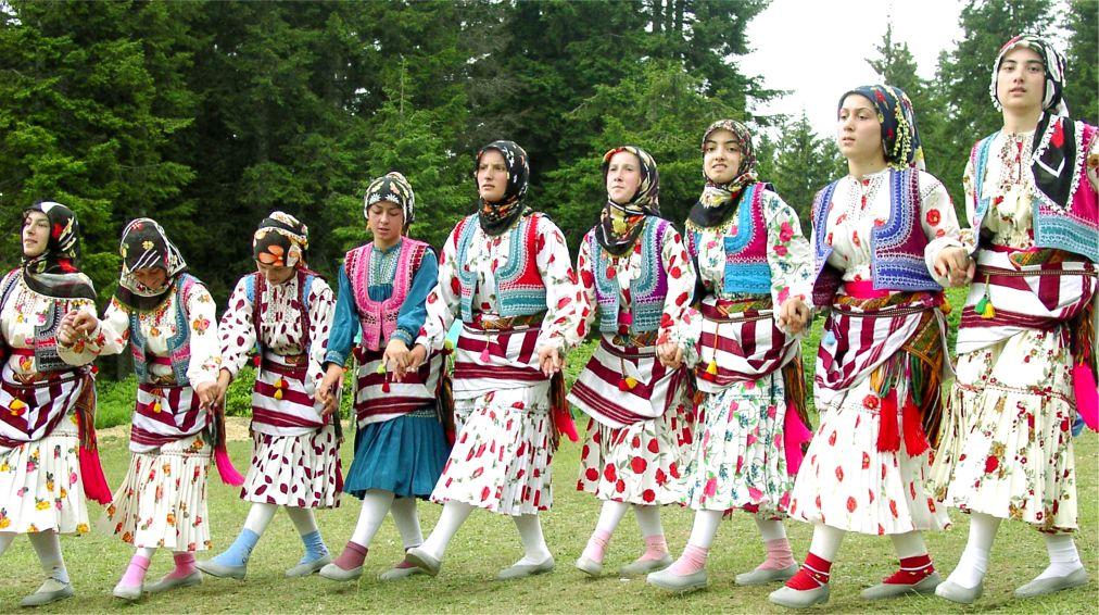 Национальный фестиваль «Кадырга» в Турции http://travelcalendar.ru/wp-content/uploads/2015/06/Festival-Kadyrga_glav1.jpg