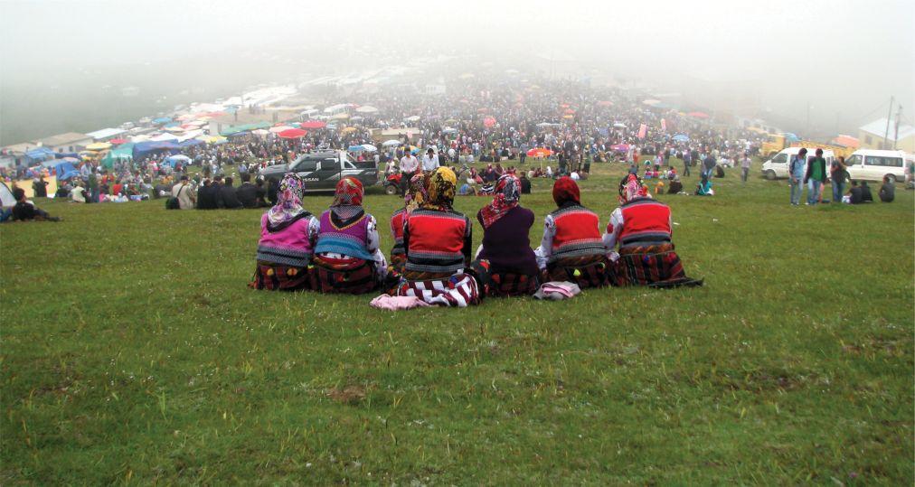 Национальный фестиваль «Кадырга» в Турции http://travelcalendar.ru/wp-content/uploads/2015/06/Festival-Kadyrga_glav2.jpg