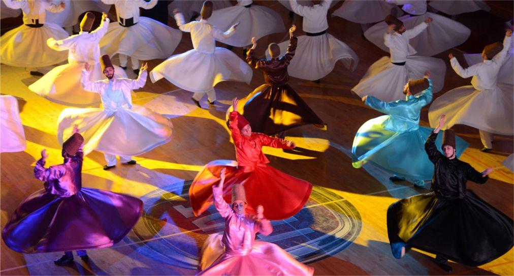 Фестиваль Мевланы в Конье http://travelcalendar.ru/wp-content/uploads/2015/06/Festival-Mevlany-v-Kone_glav1.jpg