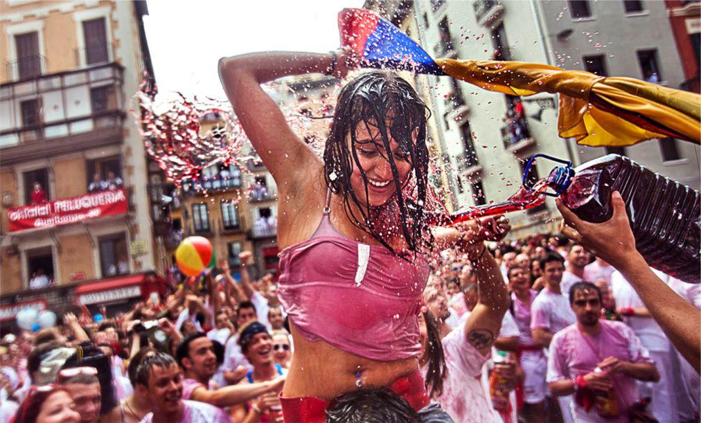 Фестиваль Сан-Фермин в Памплоне http://travelcalendar.ru/wp-content/uploads/2015/06/Festival-San-Fermin-v-Pamplone_glav1.jpg