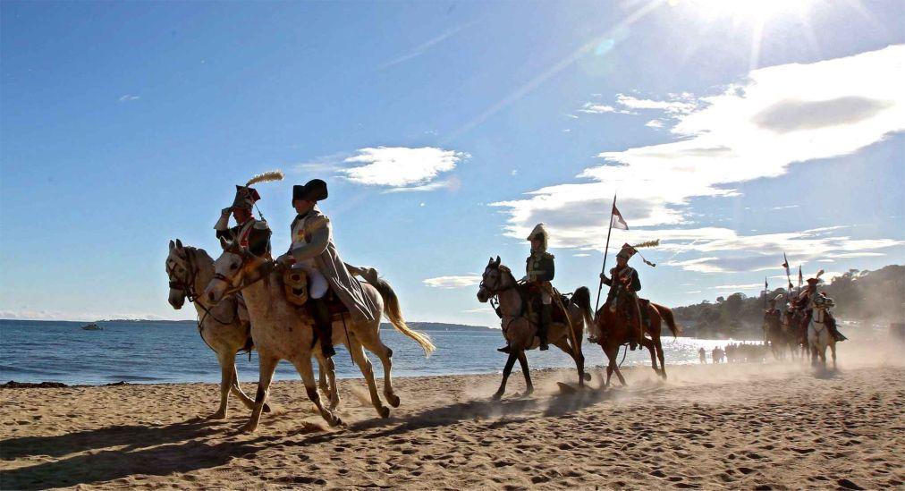 Годовщина высадки Наполеона на пляже Гольф-Жюан http://travelcalendar.ru/wp-content/uploads/2015/06/GODOVSHHINA-VYSADKI-NAPOLEONA-NA-PLYAZHE-GOLF-ZHYUAN_glav3.jpg
