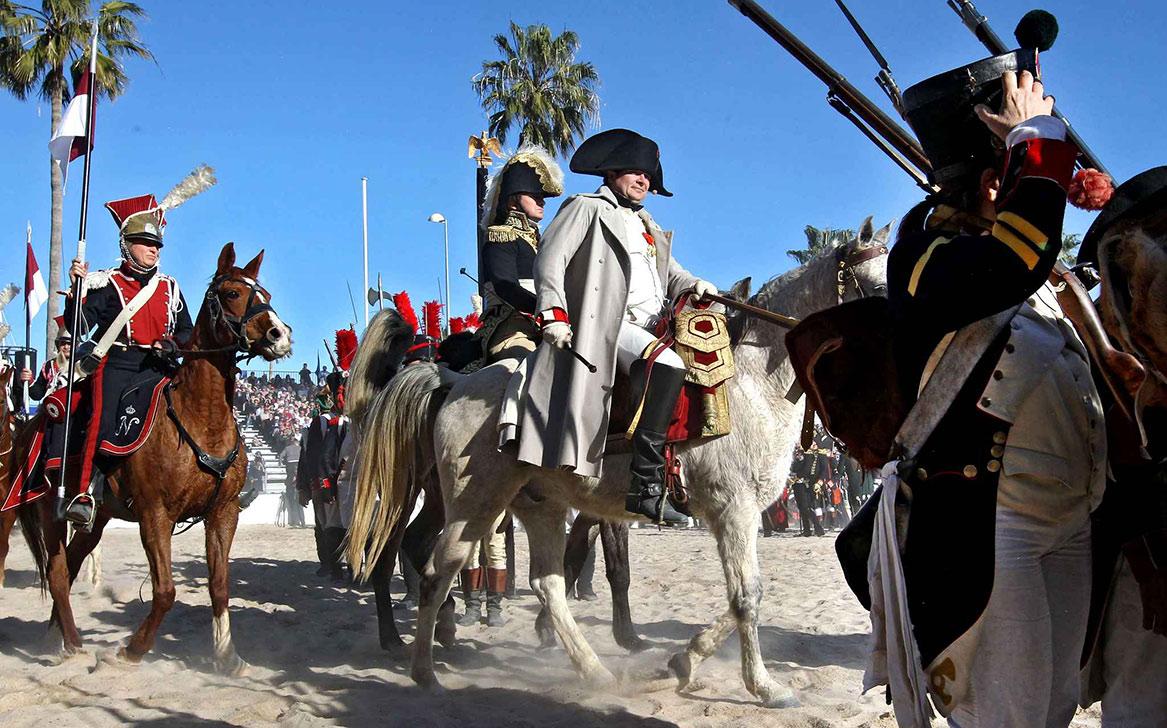 Годовщина высадки Наполеона на пляже Гольф-Жюан http://travelcalendar.ru/wp-content/uploads/2015/06/Godovshhina-vysadki-Napoleona-na-plyazhe-Golf-ZHyuan.jpg