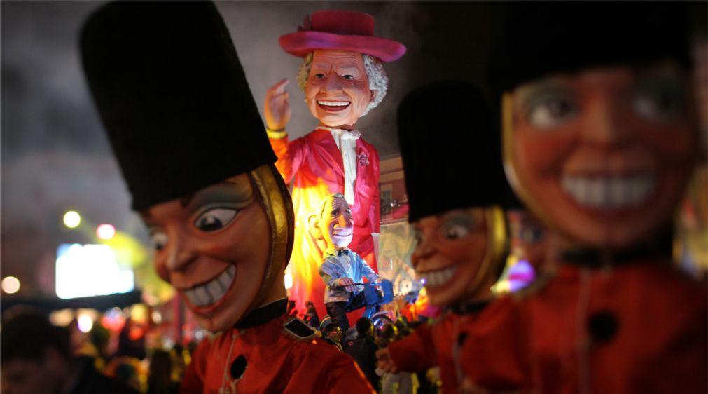 Карнавал в Ницце http://travelcalendar.ru/wp-content/uploads/2015/06/KARNAVAL-V-NITSTSE_glav1.jpg