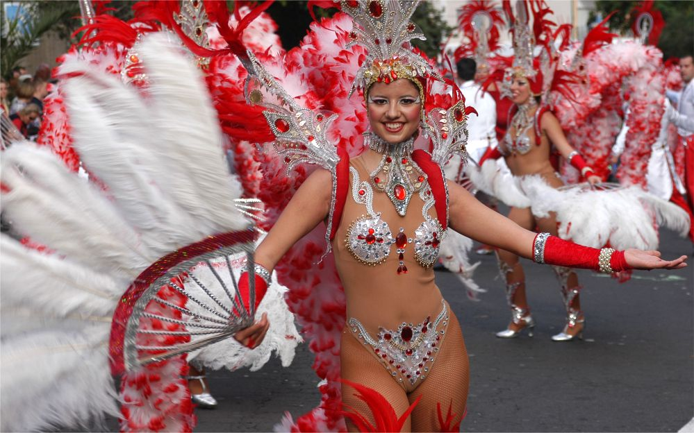 Карнавал Санта-Крус на Тенерифе http://travelcalendar.ru/wp-content/uploads/2015/06/Karnaval-Santa-krus-na-Tenerife_glav1.jpg