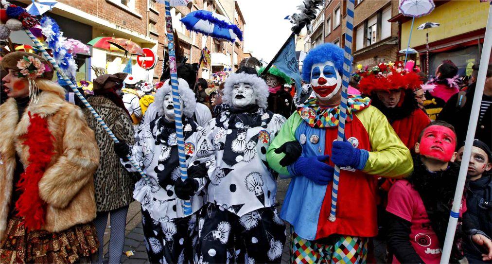 Карнавал в Дюнкерке http://travelcalendar.ru/wp-content/uploads/2015/06/Karnaval-v-Dyunkerke_glav1.jpg