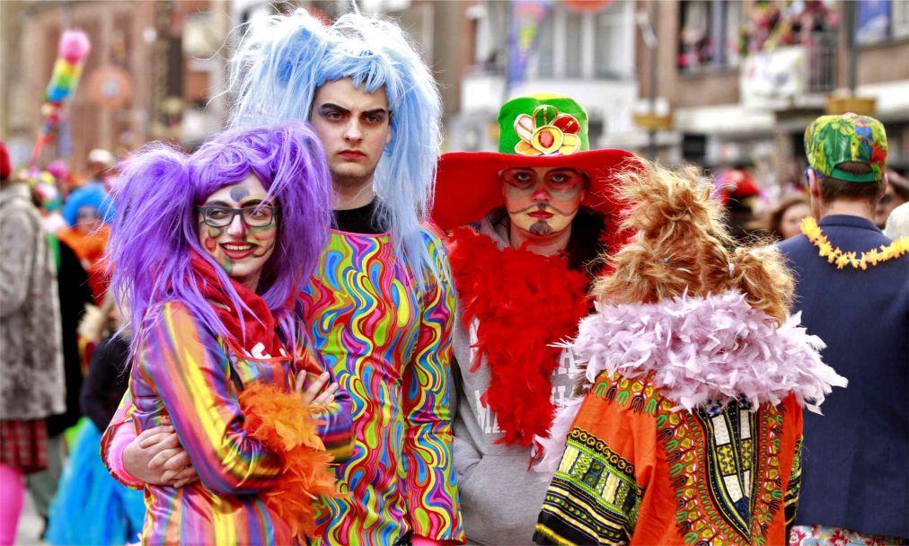 Карнавал в Дюнкерке http://travelcalendar.ru/wp-content/uploads/2015/06/Karnaval-v-Dyunkerke_glav4.jpg