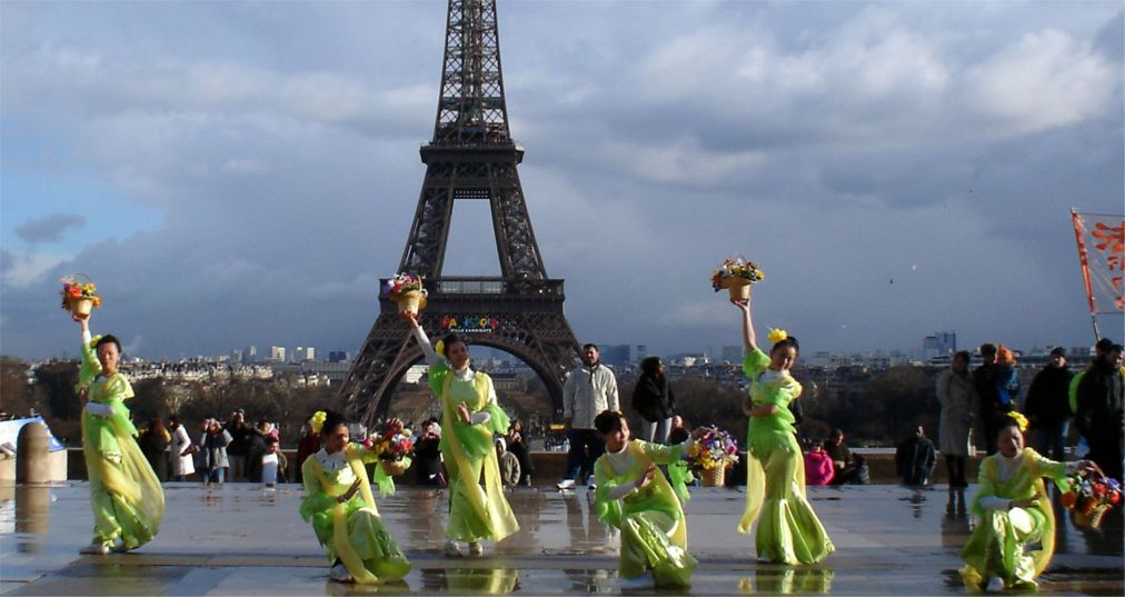 Китайский Новый год в Париже http://travelcalendar.ru/wp-content/uploads/2015/06/Kitajskij-Novyj-god-v-Parizhe_glav5.jpg