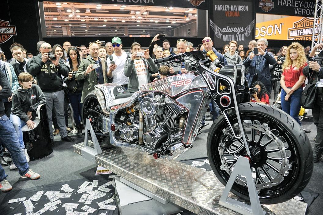 Международное байк-шоу Motor Bike Expo в Вероне http://travelcalendar.ru/wp-content/uploads/2015/06/MEZHDUNARODNOE-BAJK-SHOU-V-VERONE1.jpg