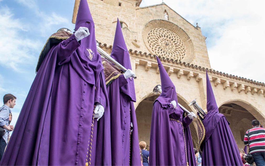 Семана Санта в Испании http://travelcalendar.ru/wp-content/uploads/2015/06/Semana-Santa-v-Ispanii_glav1.jpg