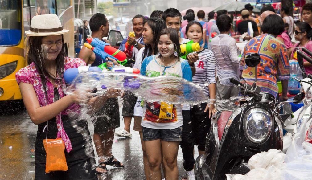 Тайский новый год - Сонгкран http://travelcalendar.ru/wp-content/uploads/2015/06/Sogkran_glav.jpg