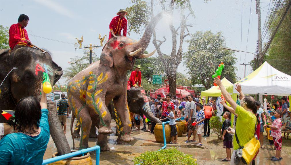 Тайский новый год - Сонгкран http://travelcalendar.ru/wp-content/uploads/2015/06/Sogkran_glav1.jpg