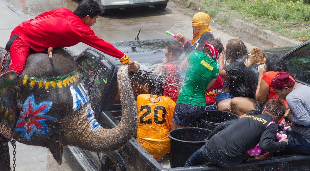 Тайский новый год - Сонгкран http://travelcalendar.ru/wp-content/uploads/2015/06/Tajskij-novyj-god-Songkran_glav3.jpg