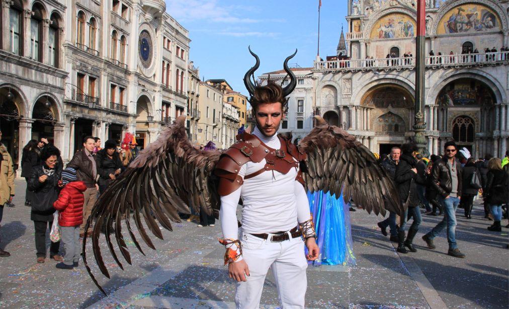 ВЕНЕЦИАНСКИЙ КАРНАВАЛ http://travelcalendar.ru/wp-content/uploads/2015/06/VENETSIANSKIJ-KARNAVAL_glav8.jpg