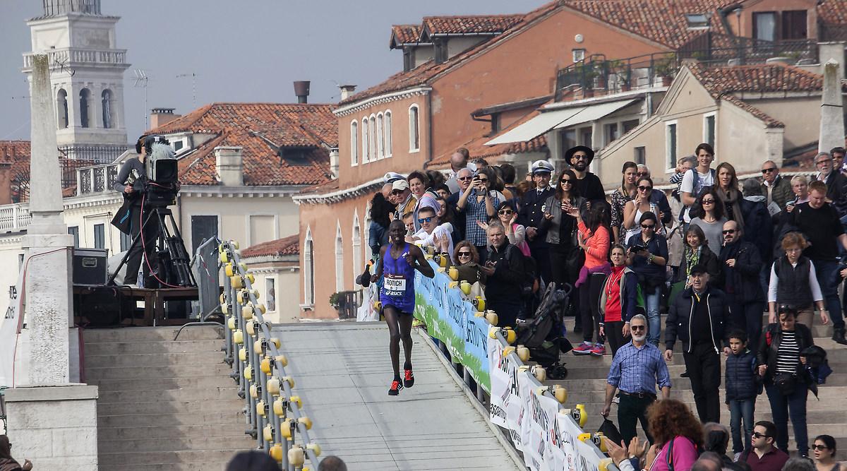Венецианский марафон http://travelcalendar.ru/wp-content/uploads/2015/07/1546358.jpg