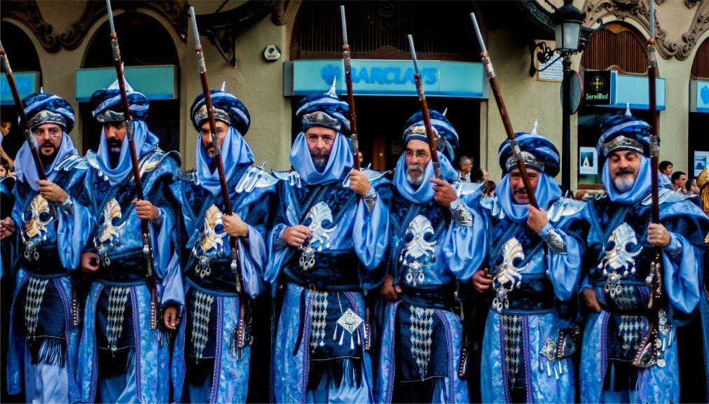 Фестиваль «Мавры и Христиане» в Онтиньенте http://travelcalendar.ru/wp-content/uploads/2015/07/Festival-Mavry-i-Hristiane-v-Ontinente_glav3.jpg