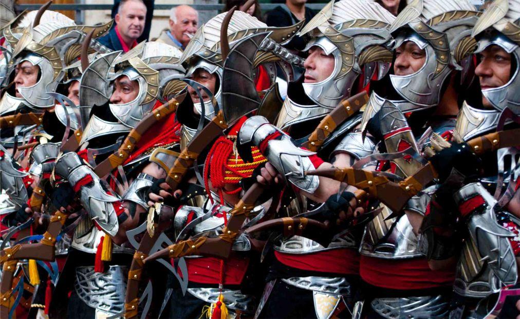Фестиваль «Мавры и Христиане» в Онтиньенте http://travelcalendar.ru/wp-content/uploads/2015/07/Festival-Mavry-i-Hristiane-v-Ontinente_glav4.jpg