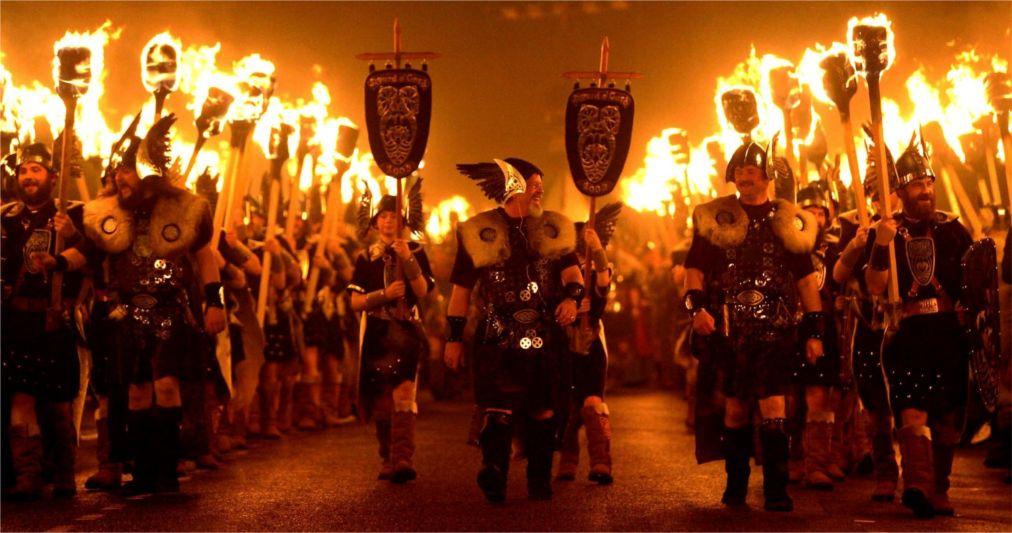 Фестиваль викингов «Up Helly Aa» в Леруике http://travelcalendar.ru/wp-content/uploads/2015/07/Festival-vikingov-Up-Helly-Aa-v-Leruike_glav4.jpg
