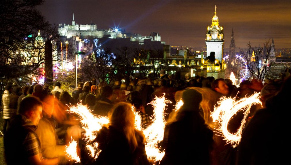 Хогманай в Эдинбурге http://travelcalendar.ru/wp-content/uploads/2015/07/Hogmanaj-v-Edinburge_glav3.jpg