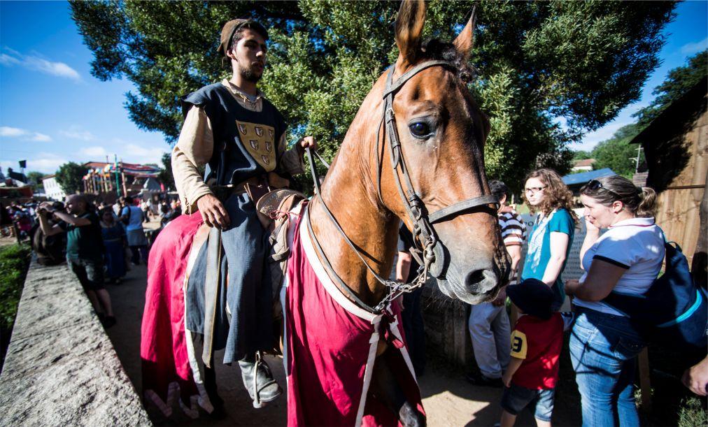 Исторический фестиваль «Средневековое путешествие» в Санта-Мария-да-Фейра http://travelcalendar.ru/wp-content/uploads/2015/07/Istoricheskij-festival-Srednevekovoe-puteshestvie-v-Santa-Mariya-da-Fejra_glav1.jpg