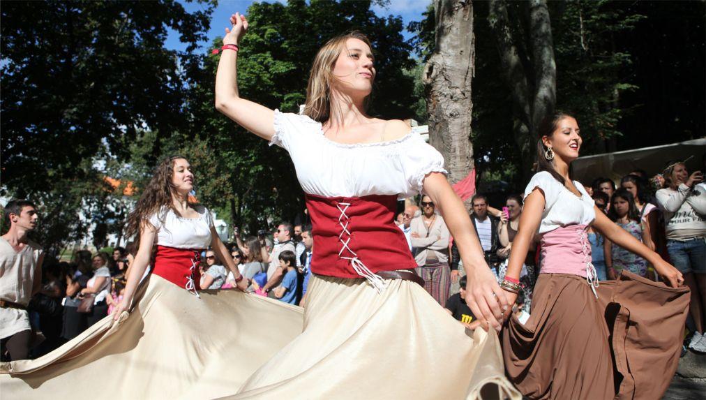 Исторический фестиваль «Средневековое путешествие» в Санта-Мария-да-Фейра http://travelcalendar.ru/wp-content/uploads/2015/07/Istoricheskij-festival-Srednevekovoe-puteshestvie-v-Santa-Mariya-da-Fejra_glav2.jpg