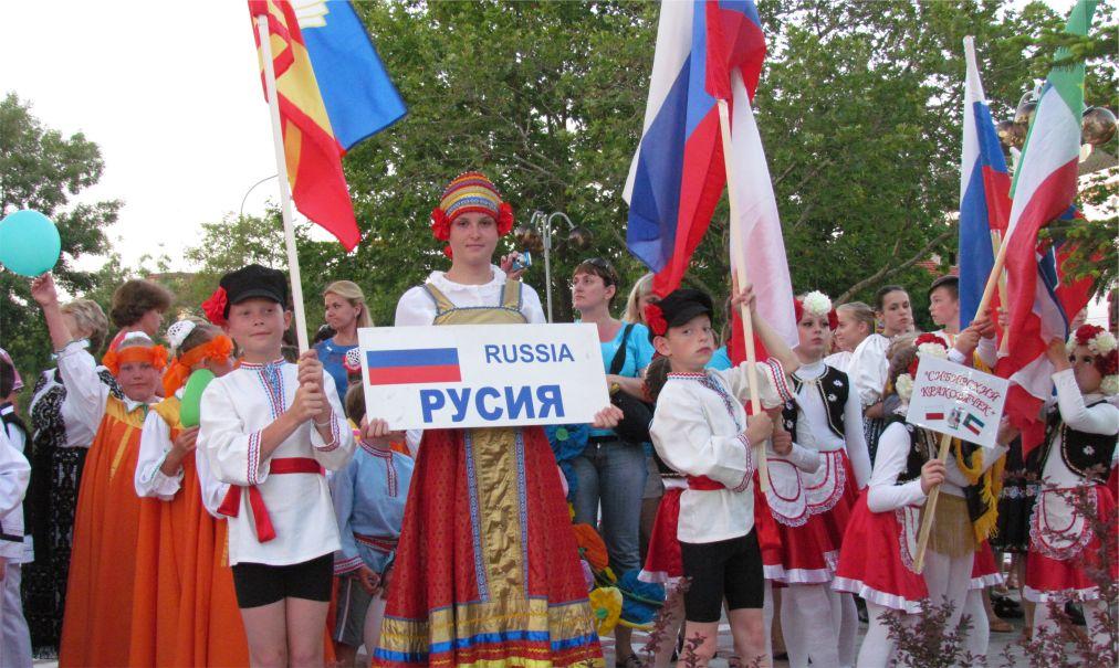 Международный молодежный фольклорный фестиваль в Приморско http://travelcalendar.ru/wp-content/uploads/2015/07/MEZHDUNARODNYJ-MOLODEZHNYJ-FOLKLORNYJ-FESTIVAL-V-PRIMORSKO_glav3.jpg
