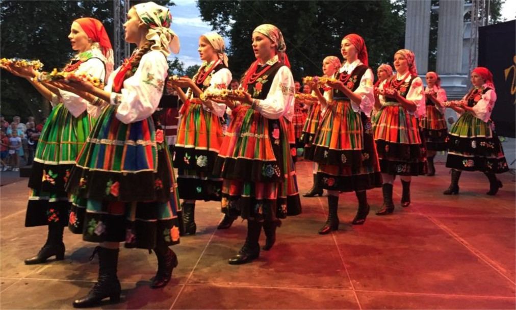 Международный фольклорный фестиваль в Варне http://travelcalendar.ru/wp-content/uploads/2015/07/Mezhdunarodnyj-folklornyj-festival-v-Varne_glav1.jpg