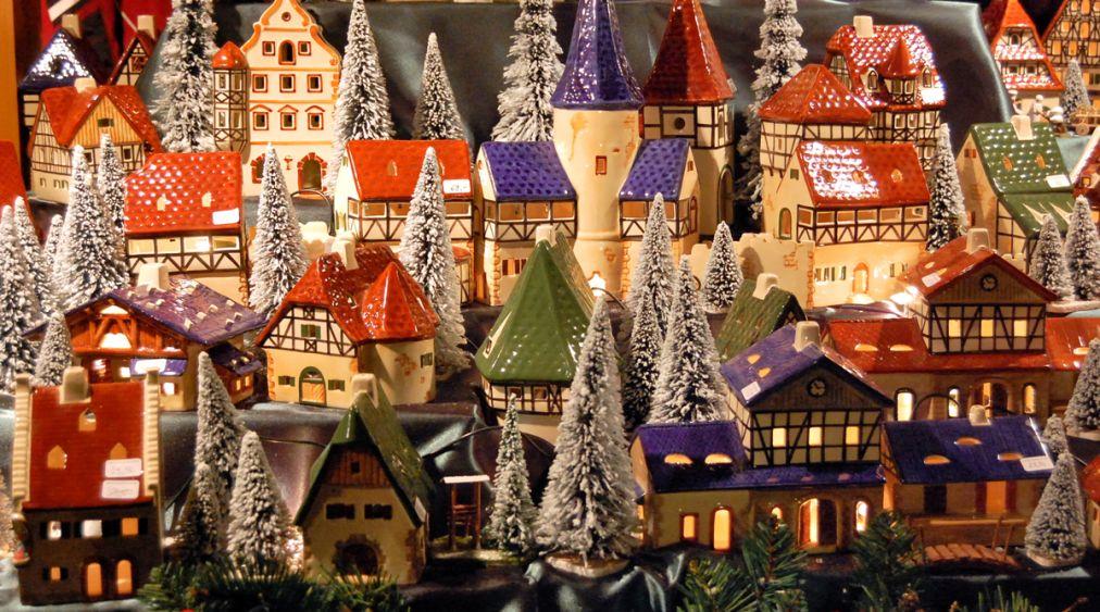 Рождественский рынок «Венские рождественские мечты» в Вене http://travelcalendar.ru/wp-content/uploads/2015/07/ROZHDENSTVENSKIJ-RYNOK-SHPITTELBERG-V-VENE_glav2.jpg