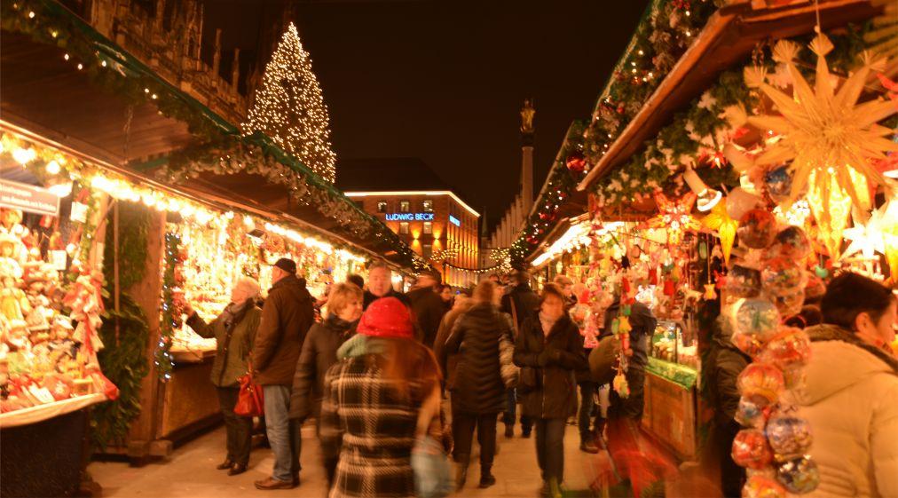 Рождественский рынок «Венские рождественские мечты» в Вене http://travelcalendar.ru/wp-content/uploads/2015/07/ROZHDENSTVENSKIJ-RYNOK-SHPITTELBERG-V-VENE_glav3.jpg