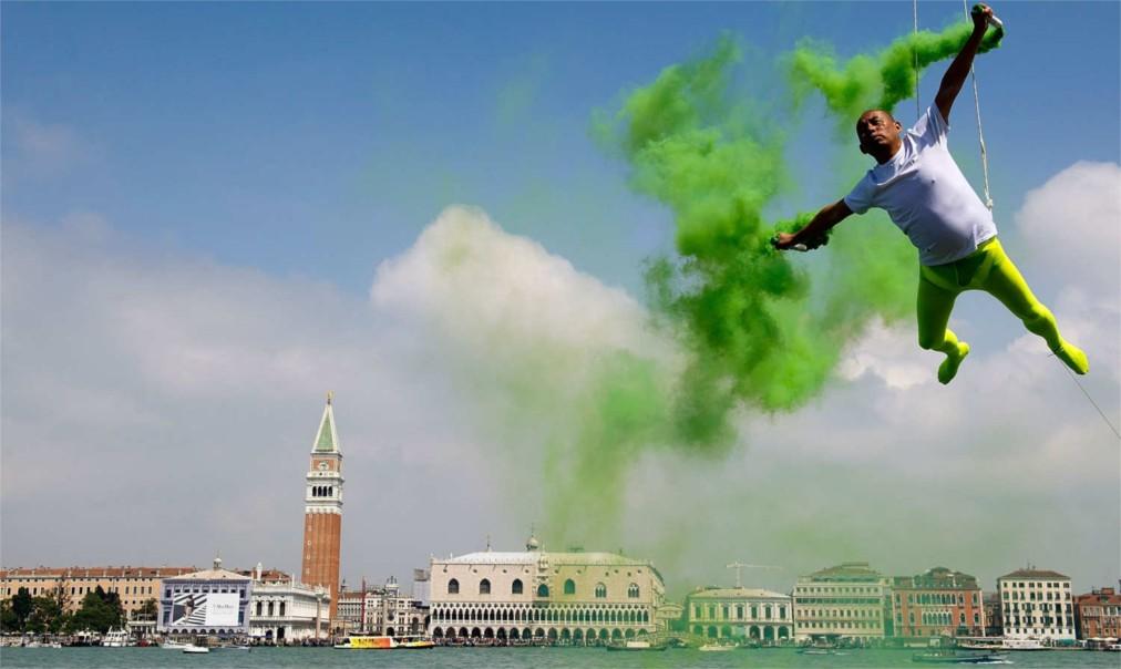 Венецианская биеннале http://travelcalendar.ru/wp-content/uploads/2015/07/Venetsianskaya-biennale_glav7.jpg