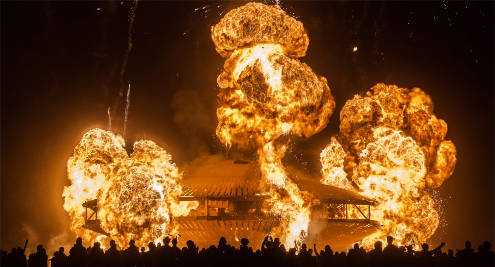 Фестиваль Burning Man в Неваде http://travelcalendar.ru/wp-content/uploads/2015/08/Festival-Burning-Man-v-Nevade_glav.jpg
