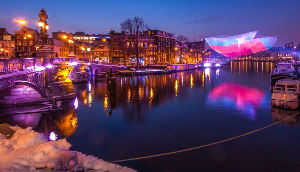 Фестиваль Света в Амстердаме http://travelcalendar.ru/wp-content/uploads/2015/08/Festival-Sveta-v-Amsterdame_glav6.jpg