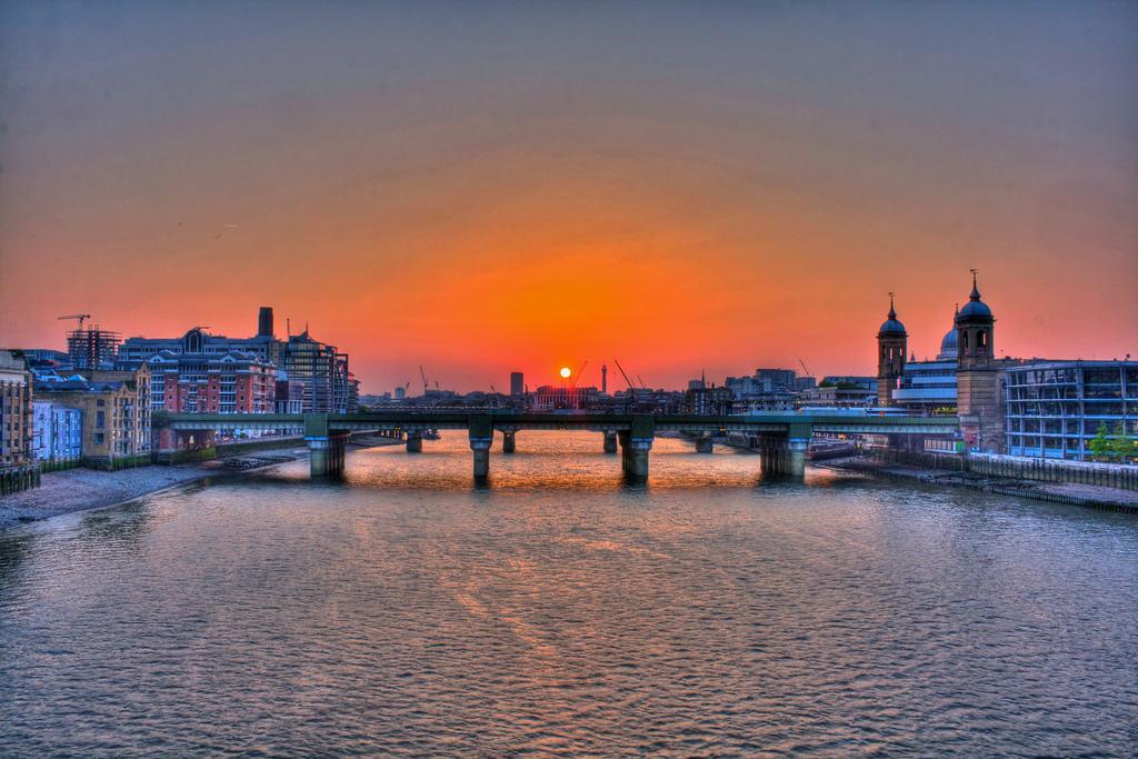 Фестиваль Темзы в Лондоне http://travelcalendar.ru/wp-content/uploads/2015/08/Festival-Temzy-v-Londone7.jpg