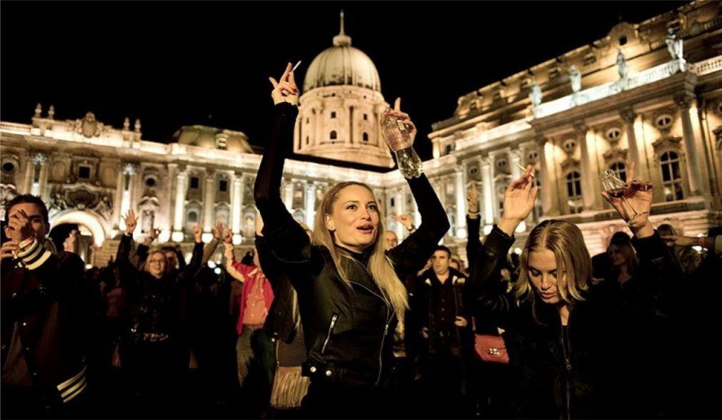 Фестиваль палинки и колбас в Будапеште http://travelcalendar.ru/wp-content/uploads/2015/08/Festival-palinki-i-kolbas-v-Budapeshte_glav.jpg