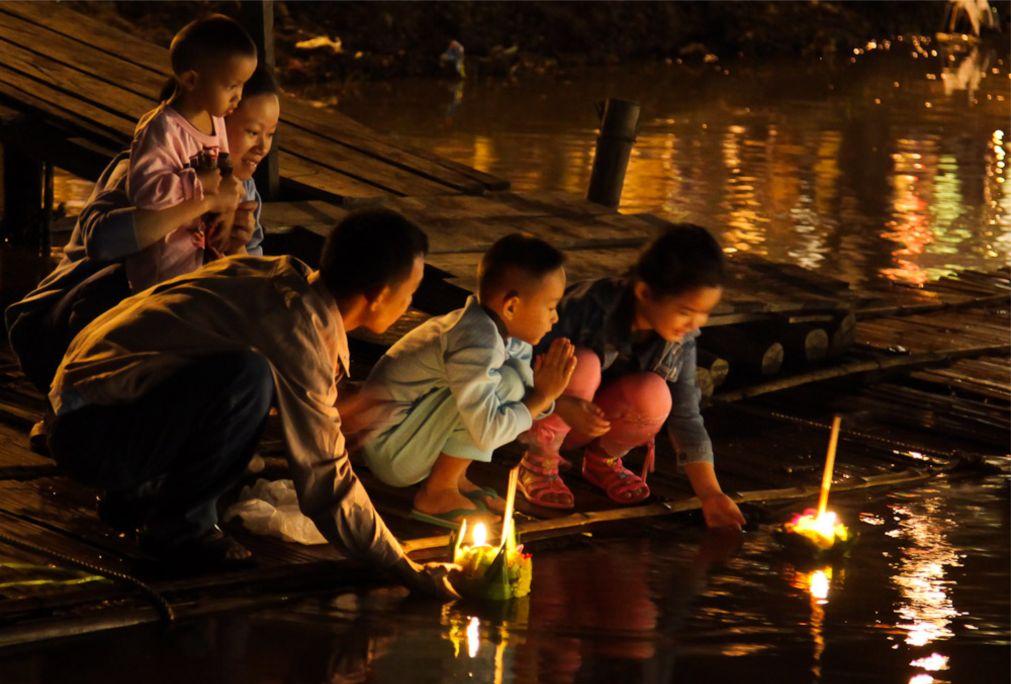 Фестиваль света Лой Кратонг в Таиланде http://travelcalendar.ru/wp-content/uploads/2015/08/Festival-sveta-Loj-Kratong-v-Tailande_glav1.jpg
