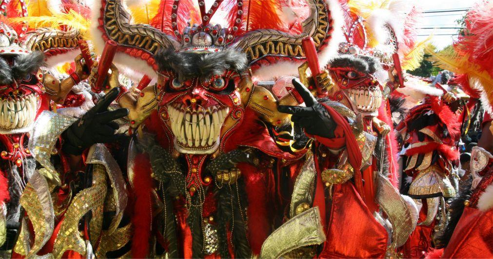 Карнавал в Ла-Вега http://travelcalendar.ru/wp-content/uploads/2015/08/Karnaval-v-La-Vega_glav2.jpg