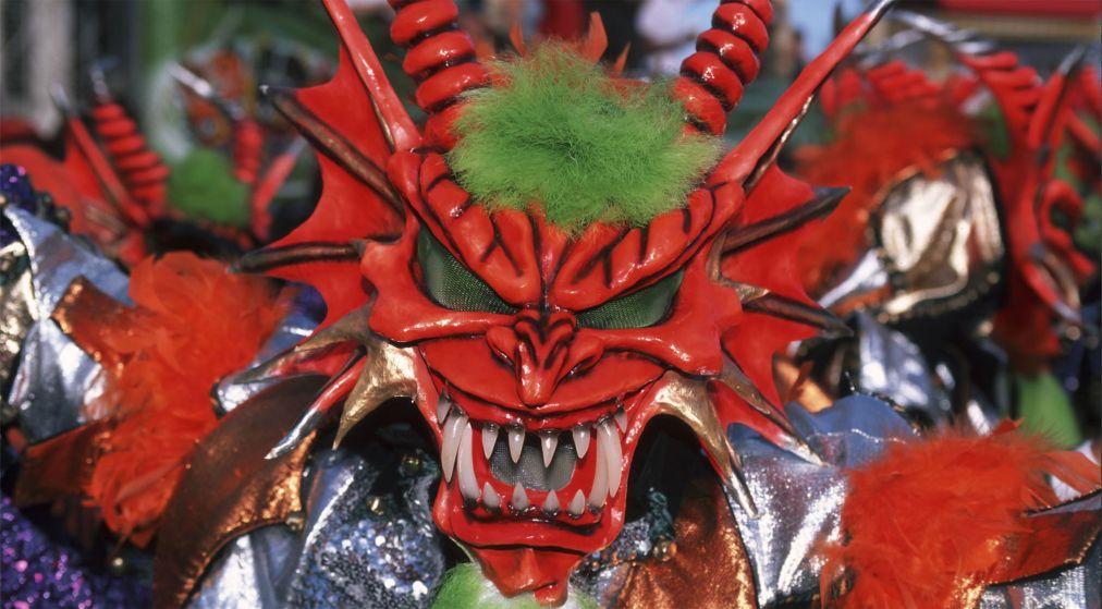 Карнавал в Ла-Вега http://travelcalendar.ru/wp-content/uploads/2015/08/Karnaval-v-La-Vega_glav3.jpg