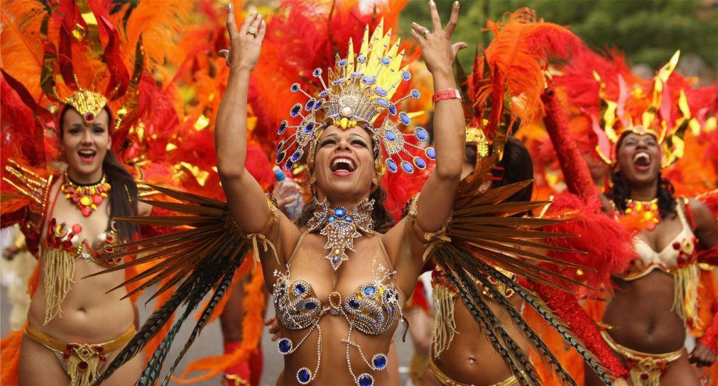 Карнавал в Рио-де-Жанейро http://travelcalendar.ru/wp-content/uploads/2015/08/Karnaval-v-Rio-de-ZHanejro_glav11.jpg