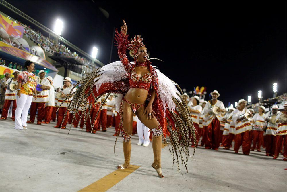Карнавал в Рио-де-Жанейро http://travelcalendar.ru/wp-content/uploads/2015/08/Karnaval-v-Rio-de-ZHanejro_glav2.jpg