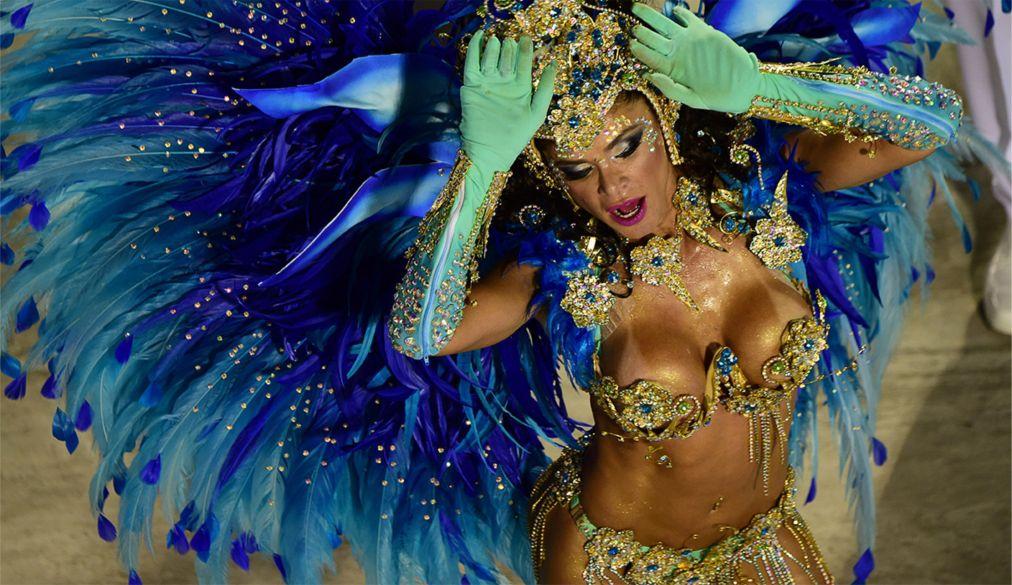 Карнавал в Рио-де-Жанейро http://travelcalendar.ru/wp-content/uploads/2015/08/Karnaval-v-Rio-de-ZHanejro_glav21.jpg