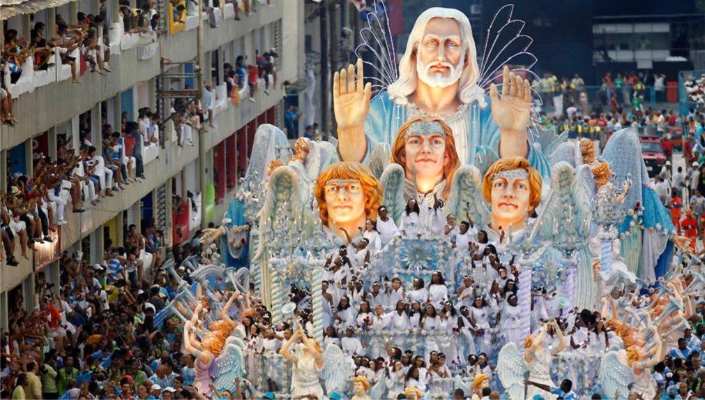 Карнавал в Рио-де-Жанейро http://travelcalendar.ru/wp-content/uploads/2015/08/Karnaval-v-Rio-de-ZHanejro_glav5.jpg